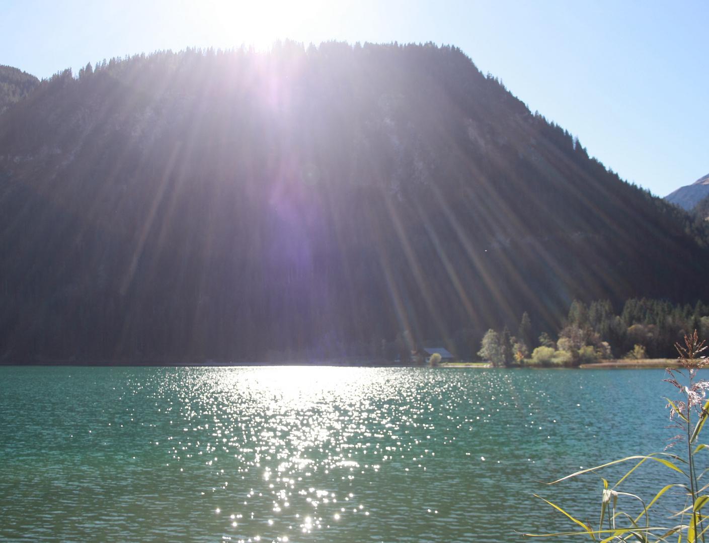 Sonnenstrahlen am Haldensee Tannheimer Tal Tirol