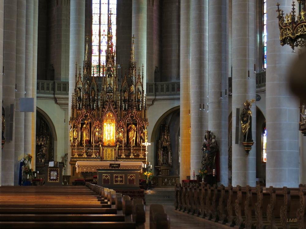 Sonnenstrahlen auf den Altar