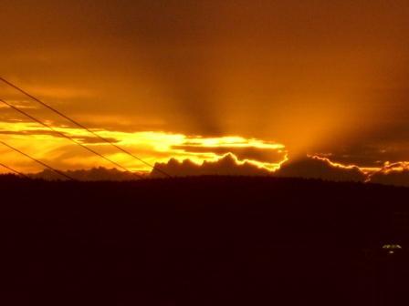 Sonnenstrahlen hinter den Wolken