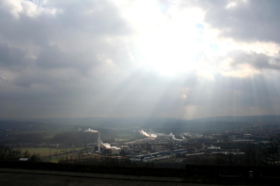 Sonnenstrahlen über dem Ruhrgebiet