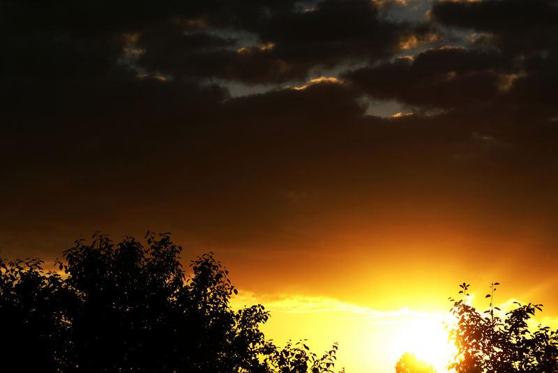 Sonnenstrahlen und Gewitterwolken