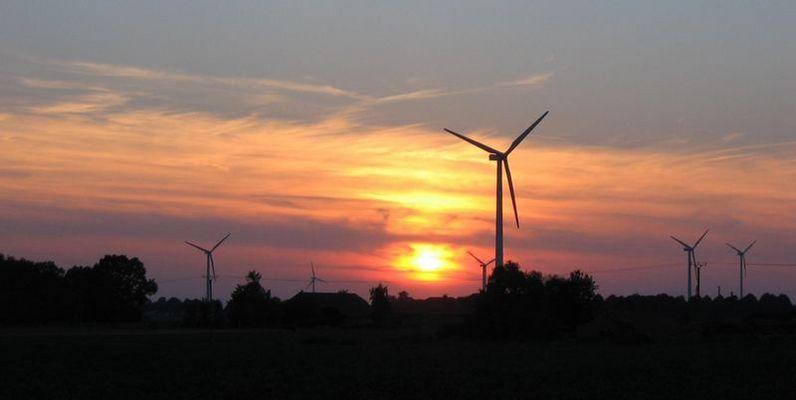 Sonnenuntergag zwischen Windmühlen