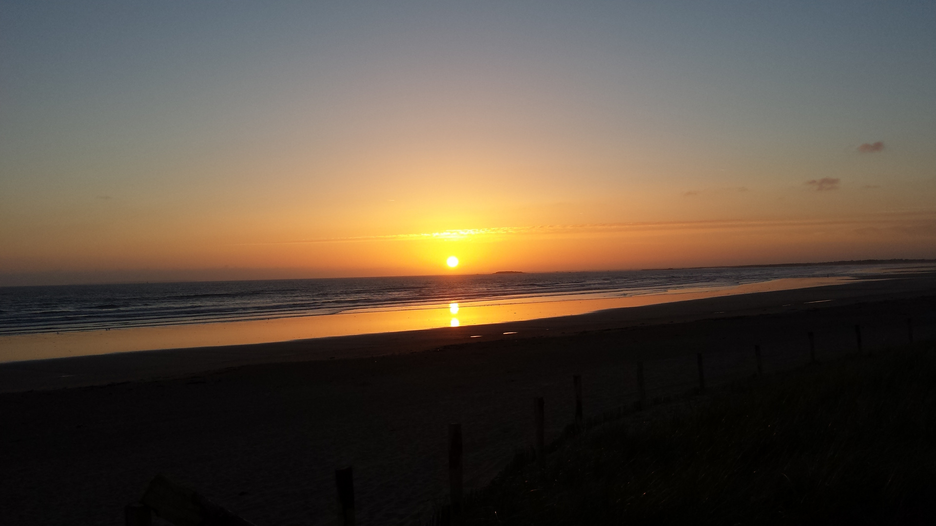 Sonnenuntergang am Atlantik in Frankreich