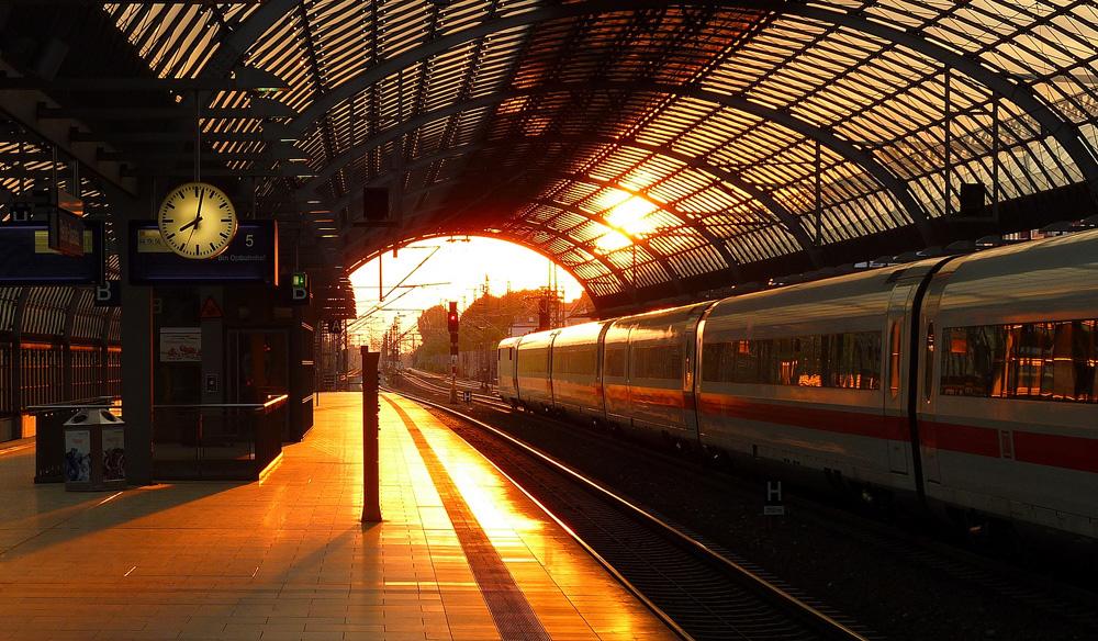 Sonnenuntergang am Bahnhof Spandau