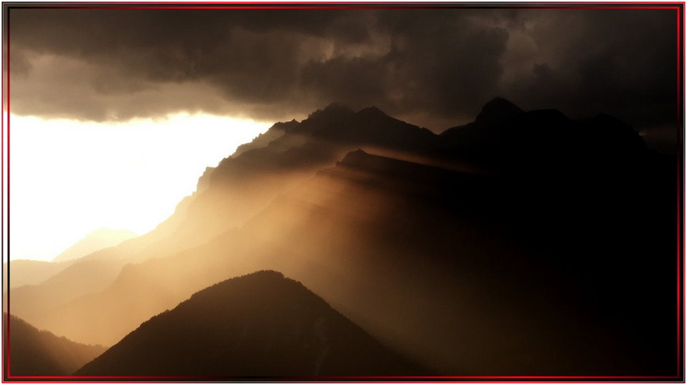 Sonnenuntergang am Dachstein nach einem Gewitterregen