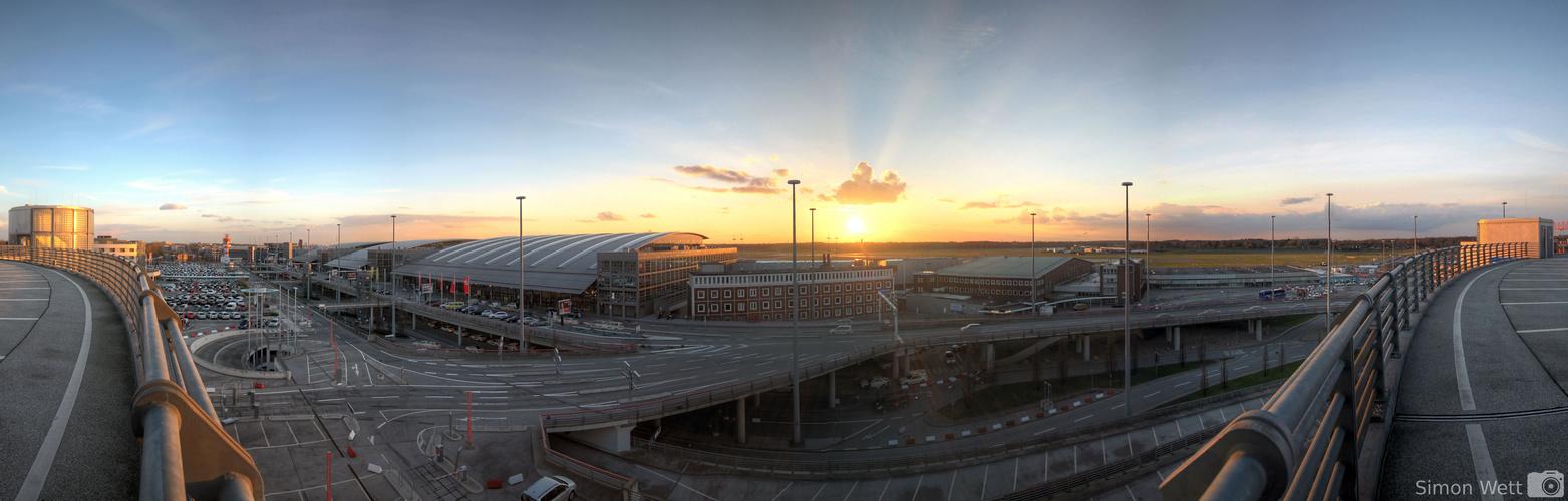 Sonnenuntergang am Flughafen