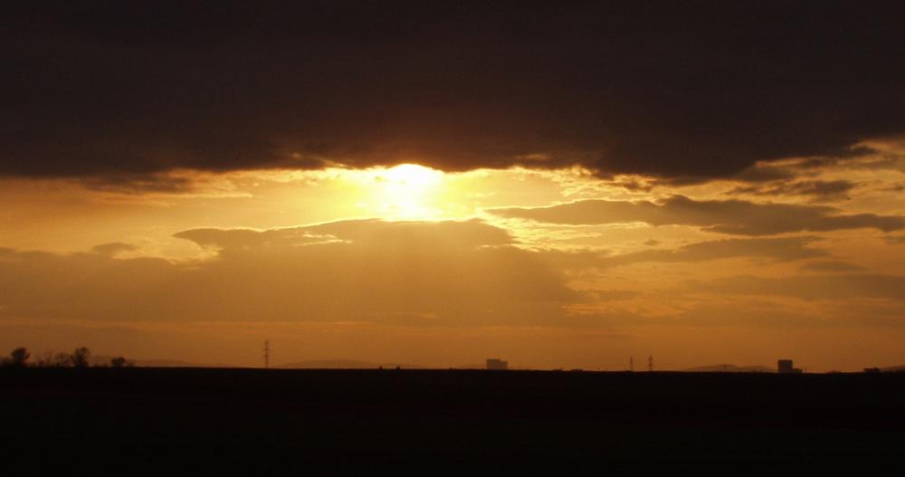 Sonnenuntergang am Flughafen Wien Schwechat