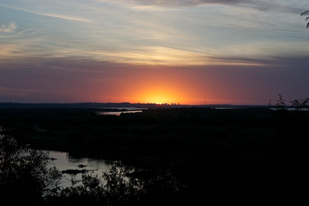Sonnenuntergang am Fluss Paraná