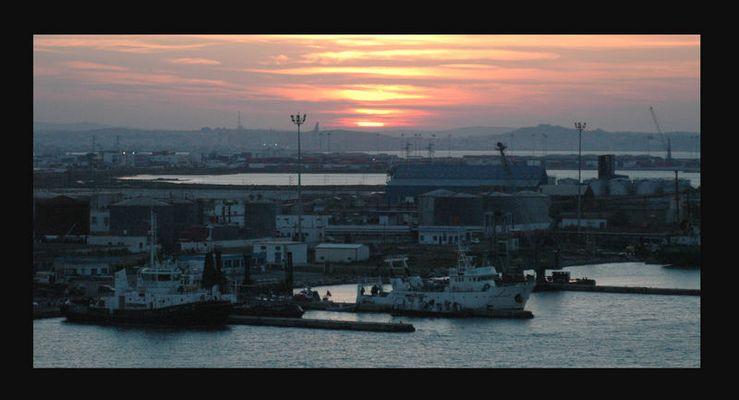 Sonnenuntergang am Hafen von Valletta/Tunis