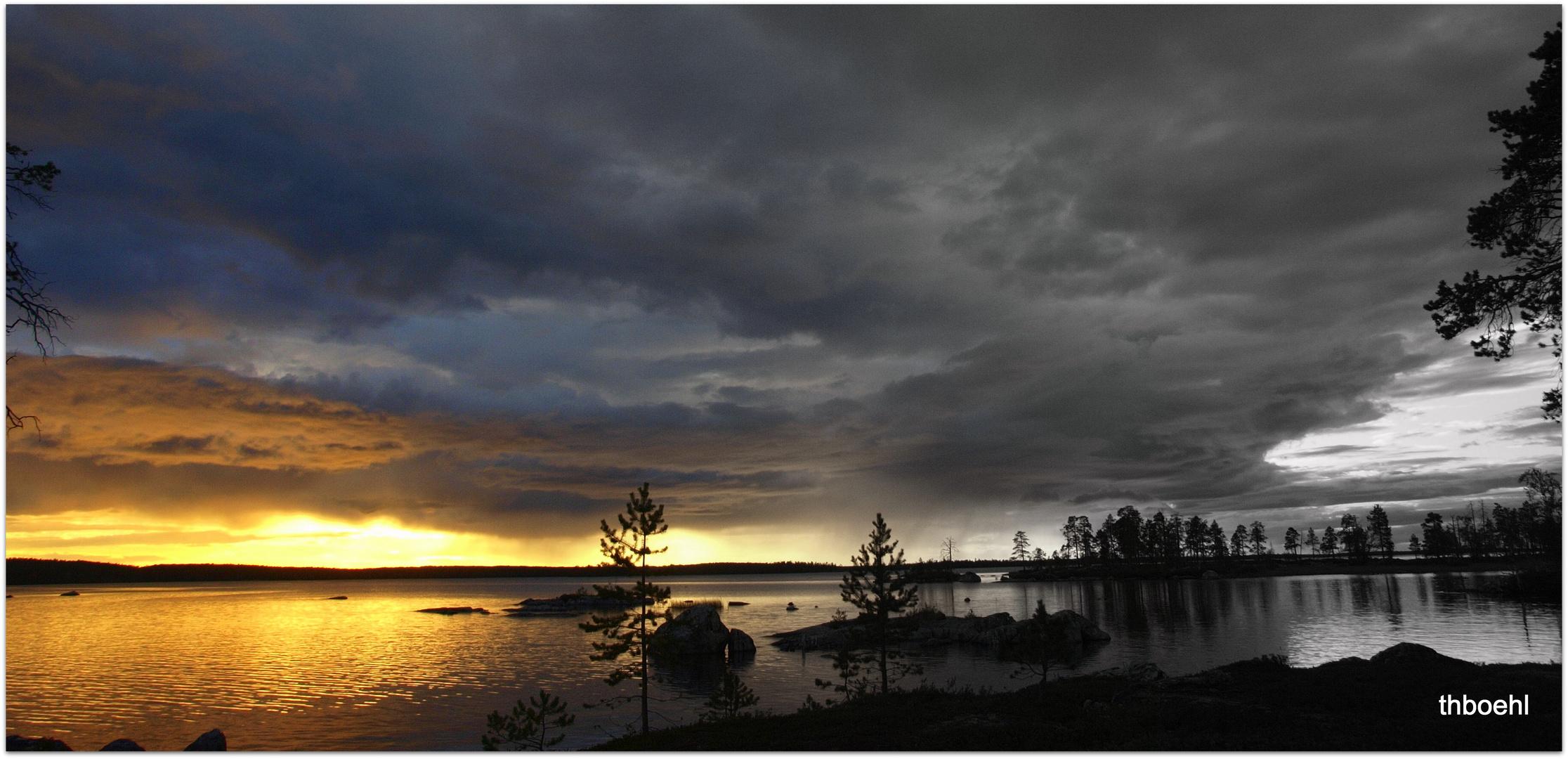 Sonnenuntergang am Inariesee; Finnisch Lappland