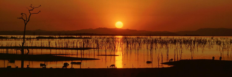 Sonnenuntergang am Kariba Stausee in Simbabwe