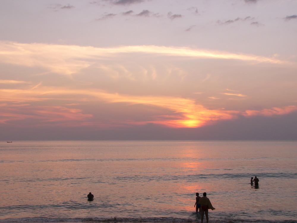 Sonnenuntergang am Kata Noi Beach