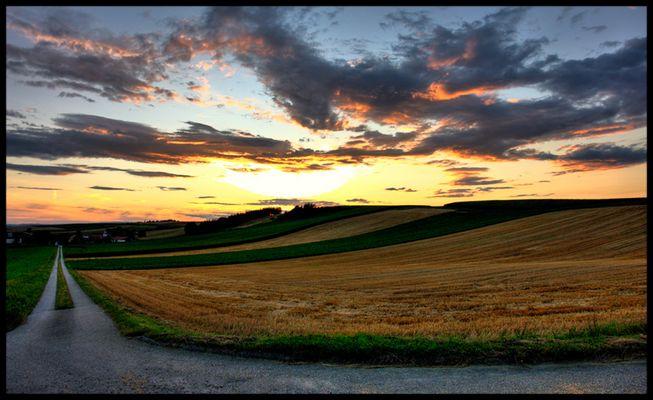 Sonnenuntergang am Land