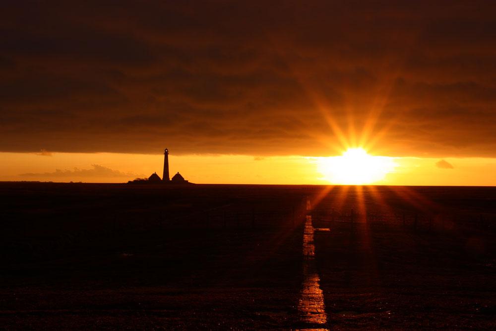 Sonnenuntergang am Leuchtturm Westerhever auf der Halbinsel Eiderstedt/ Nordfriesland