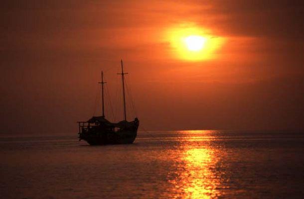 Sonnenuntergang am Lovina Beach / Bali
