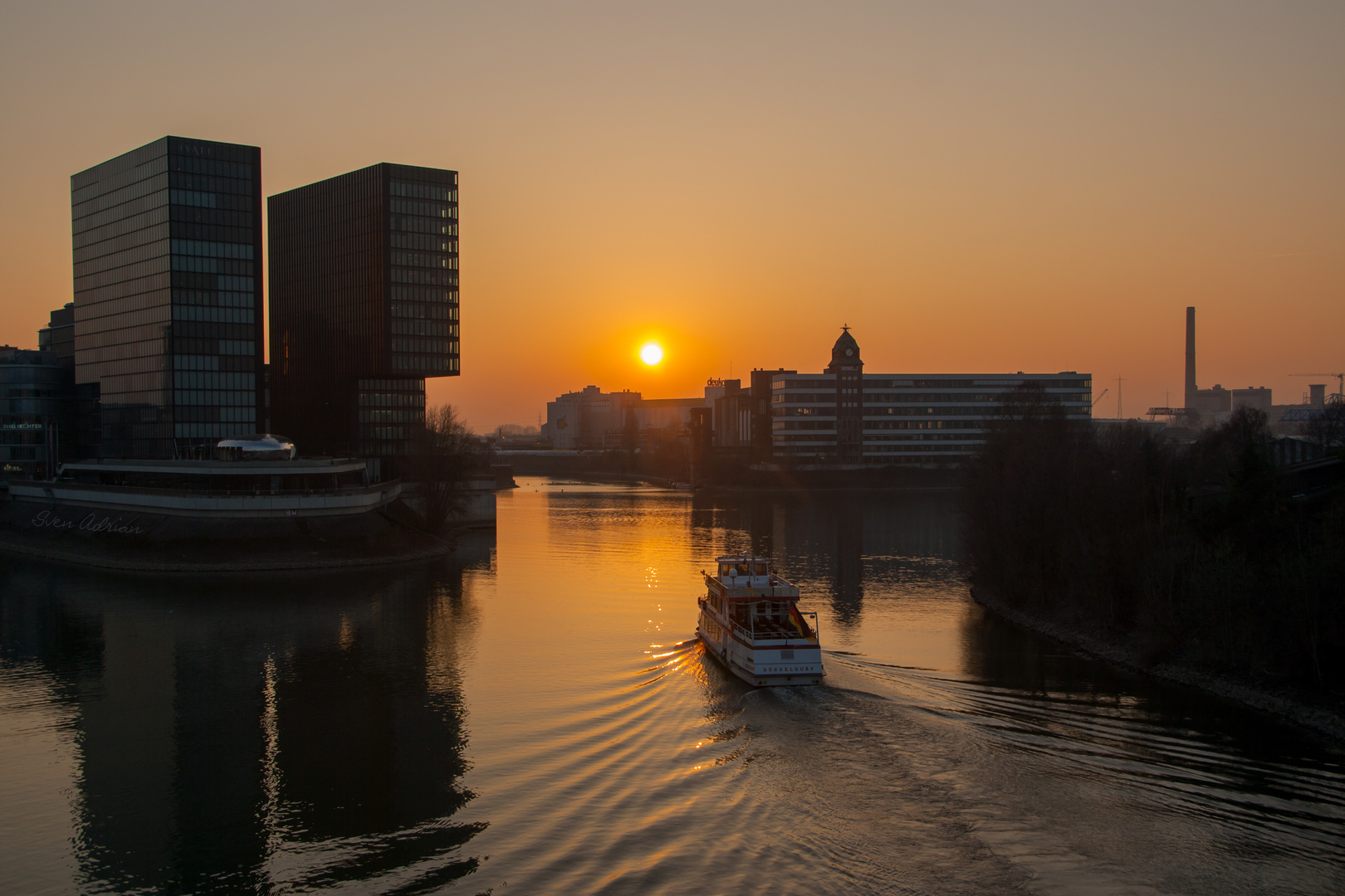 Sonnenuntergang am Medienhaven