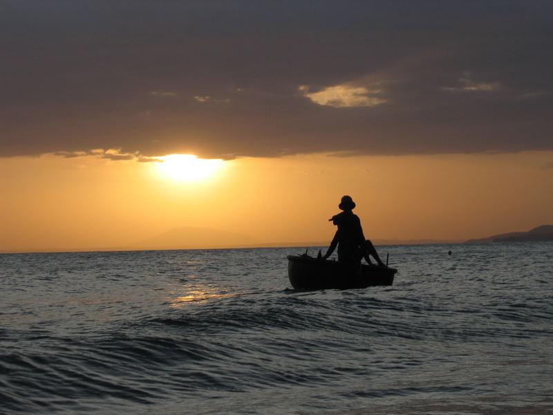 Sonnenuntergang am Meer in Vietnam