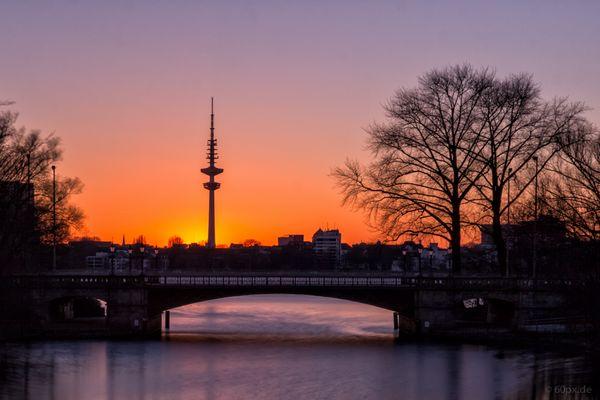 Sonnenuntergang am Mundsburger Kanal