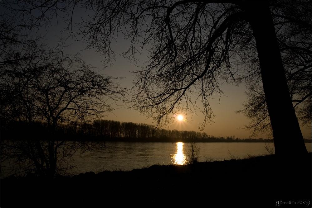 Sonnenuntergang am Rhein bei Biebesheim