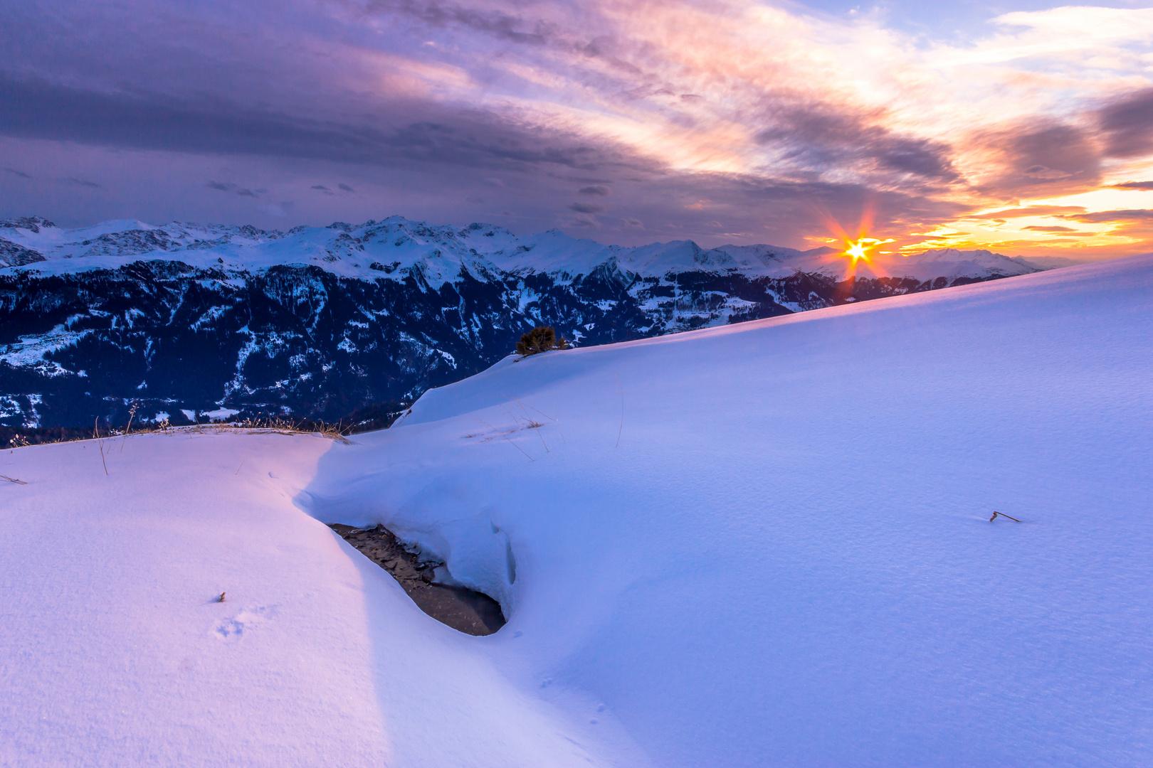 Sonnenuntergang am Schneehang