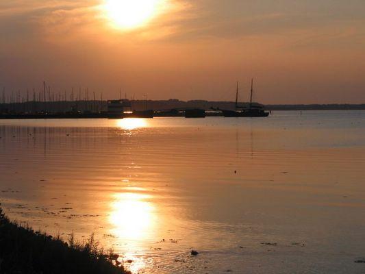 Sonnenuntergang am Segelhafen Gelting