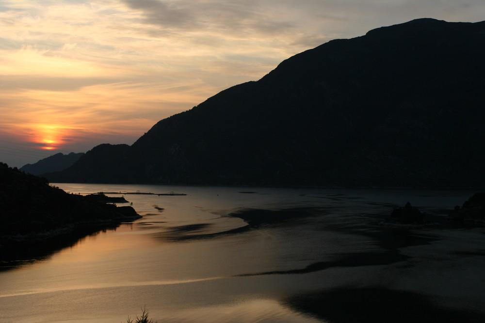 Sonnenuntergang am Sogne-Fjord
