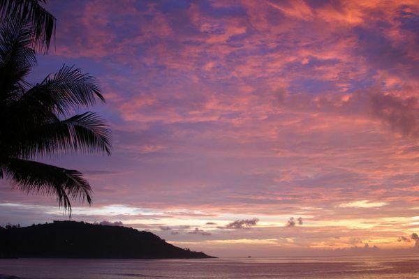Sonnenuntergang am Strand von Kata Noii Beach