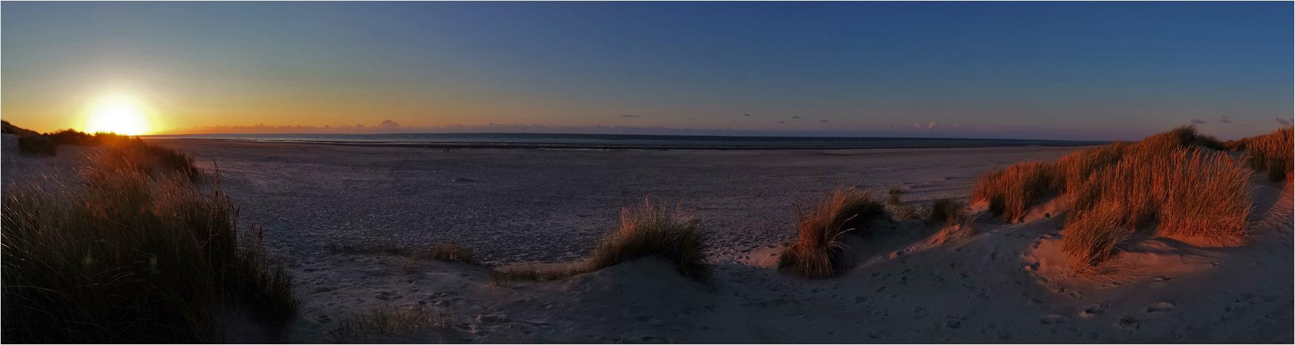 Sonnenuntergang am Strand von Langeoog - Panorama