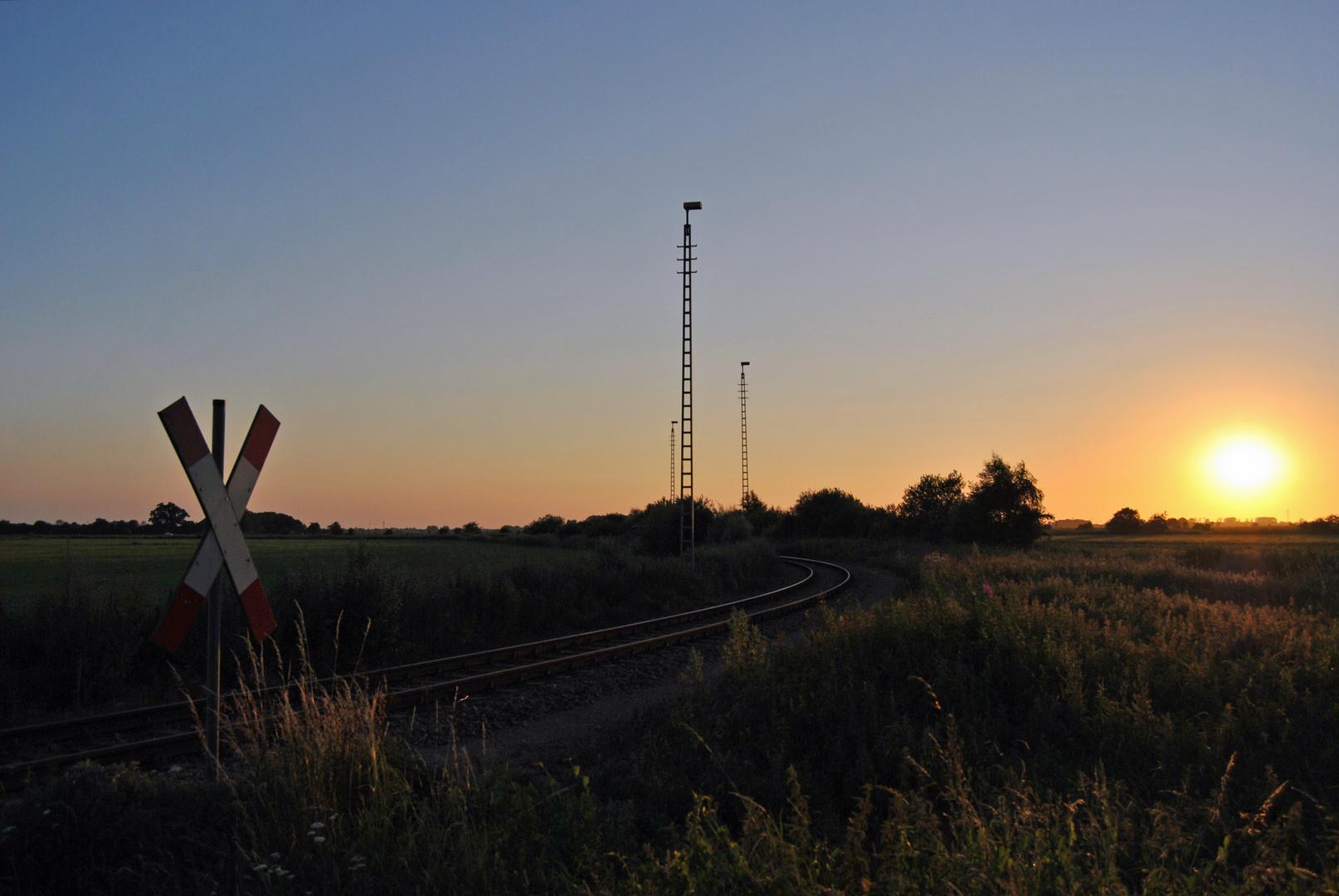 Sonnenuntergang an der Bahn