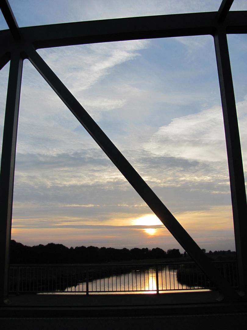 Sonnenuntergang an der Bramaubrücke
