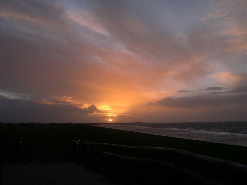 Sonnenuntergang an der deutschen Nordsee
