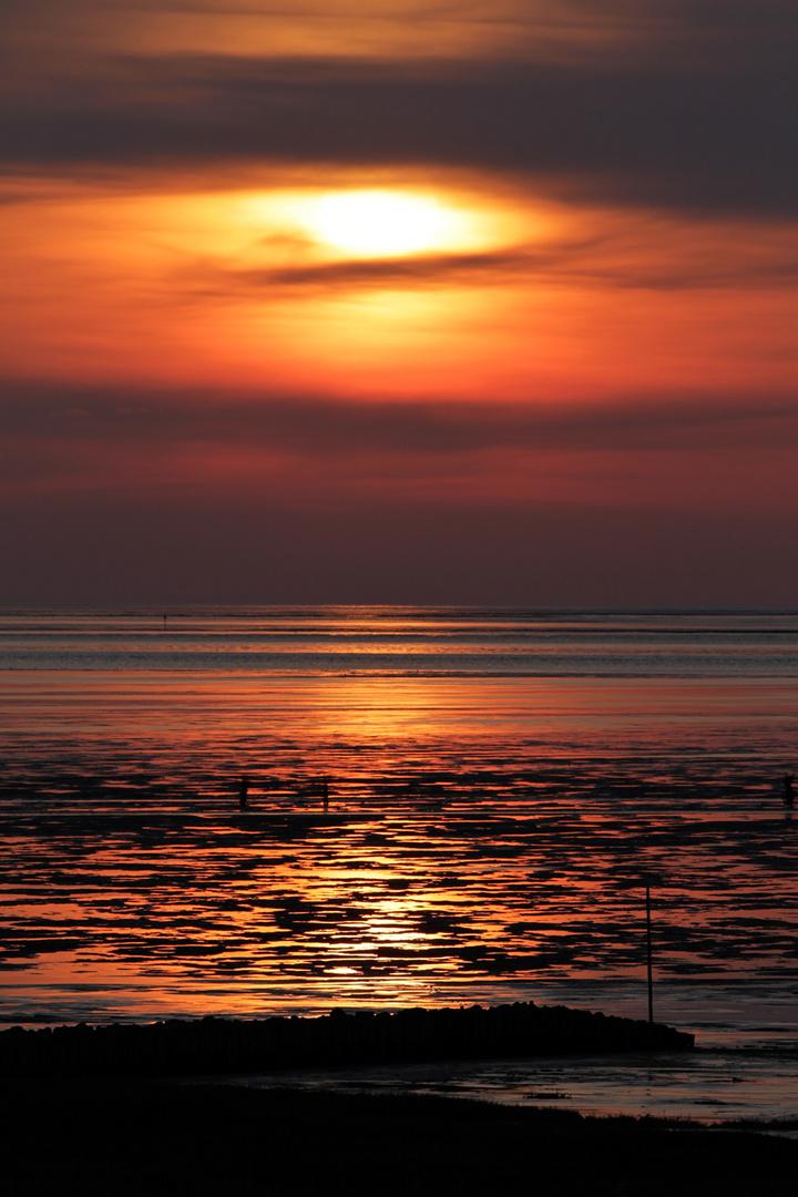 Sonnenuntergang an der deutschen Wesermündung