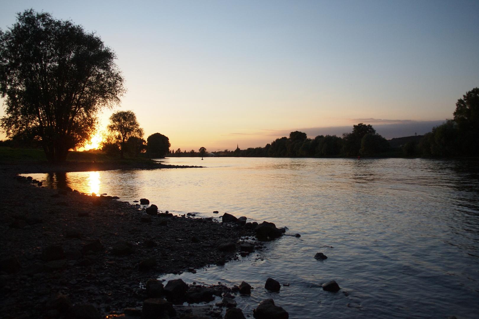 Sonnenuntergang an der Elbe bei Dresden