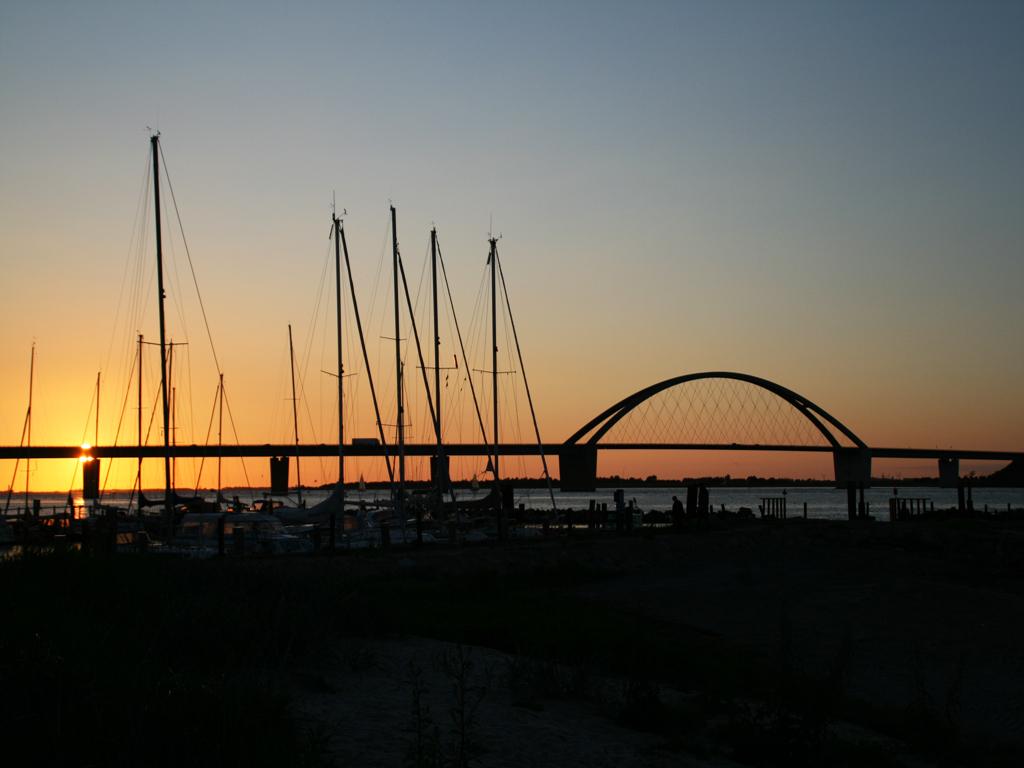 Sonnenuntergang an der Fehmarnsundbrücke