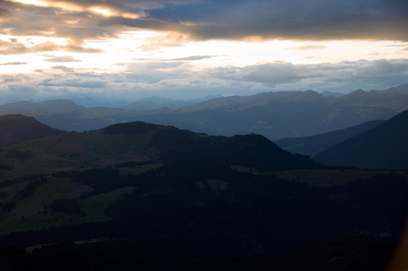 Sonnenuntergang an der Langkofelhütte