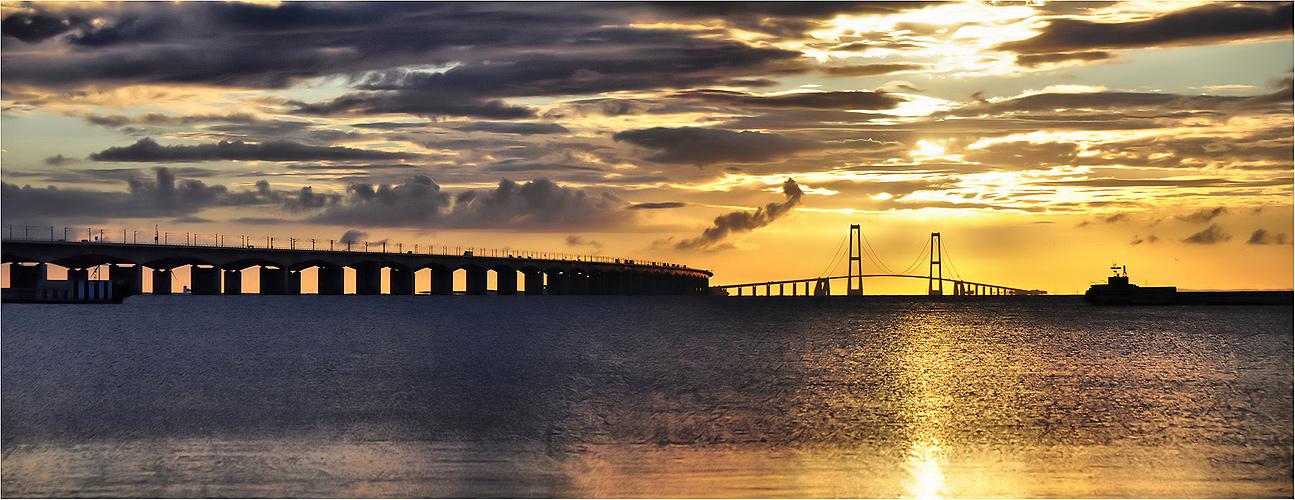 - Sonnenuntergang an der Storebæltsbroen -