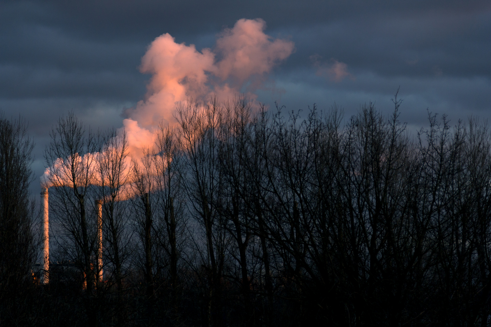 Sonnenuntergang an Heizkraftwerk