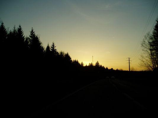 Sonnenuntergang auf Autostrasse