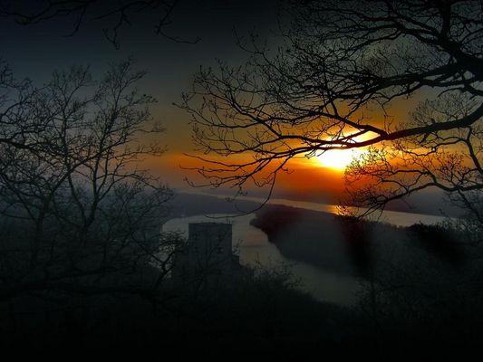 Sonnenuntergang auf Burg Greifenstein