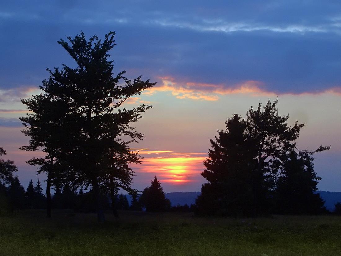 Sonnenuntergang auf dem Kahlen Asten am 6.8.2010