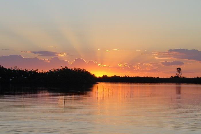 Sonnenuntergang auf dem Okavango