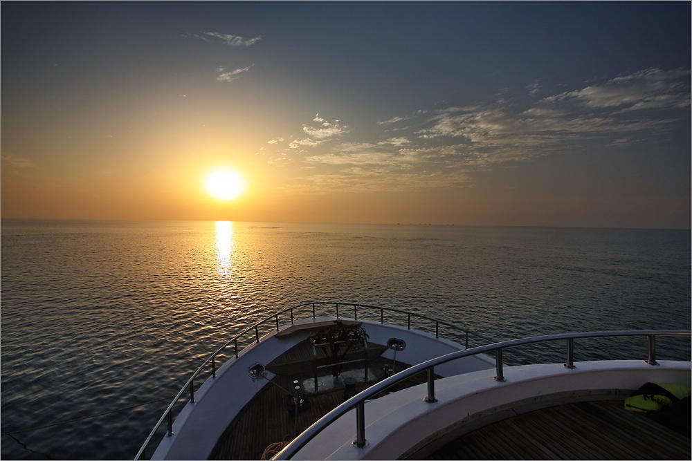 """Sonnenuntergang auf dem Tauchsafari-Schiff """"Miss Nouran"""""""