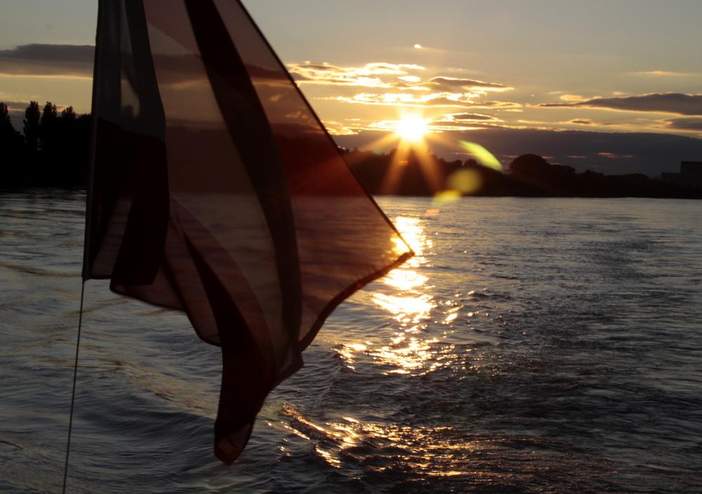 Sonnenuntergang auf der Donau bei Wien