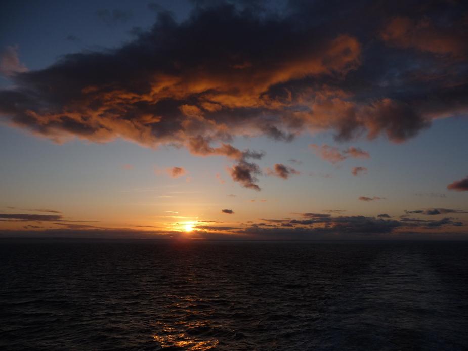 Sonnenuntergang auf der Fähre