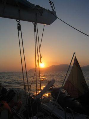Sonnenuntergang auf einemSegelboot in Ibiza