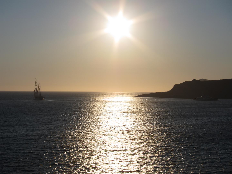 Sonnenuntergang auf Santorin mit der Aida