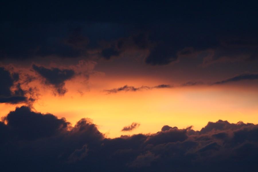 Sonnenuntergang bei aufziehenden Gewitter