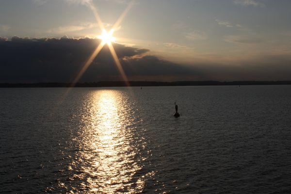 Sonnenuntergang bei Einfahrt in Kieler Förde