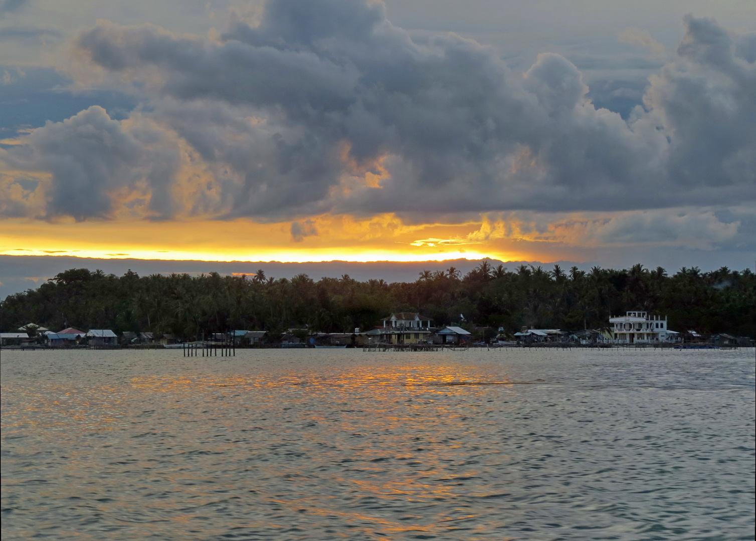 Sonnenuntergang bei Gewitterstimmung