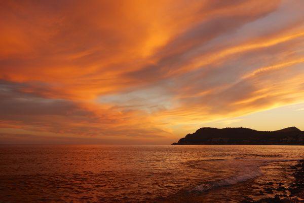 Sonnenuntergang bei Peguera auf der Insel Mallorca